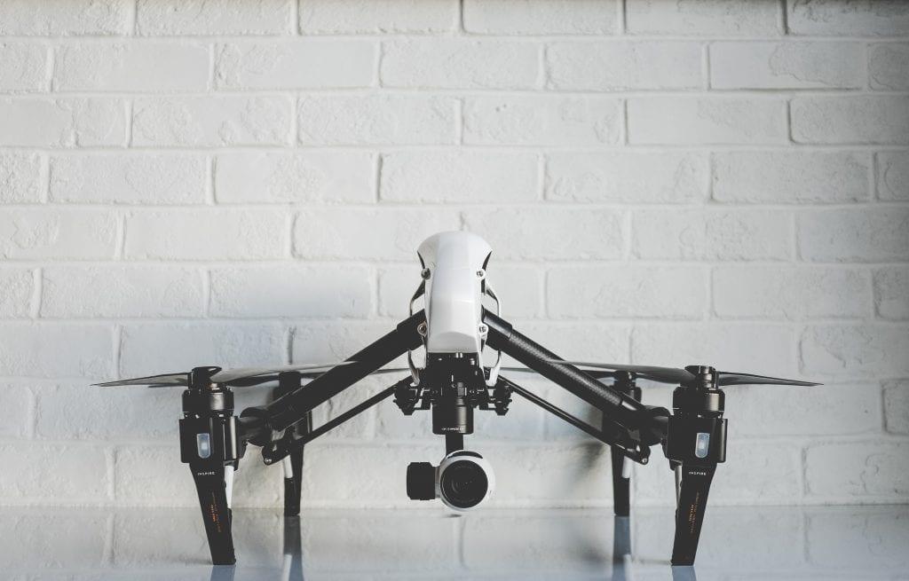 dronas vienas